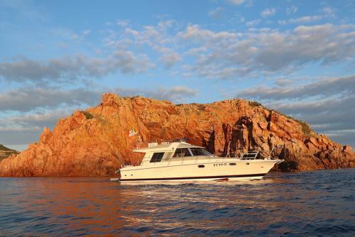 Riva-48-sunshine-escursioni-noleggio-barca-sardegna-isola-tavolara-1