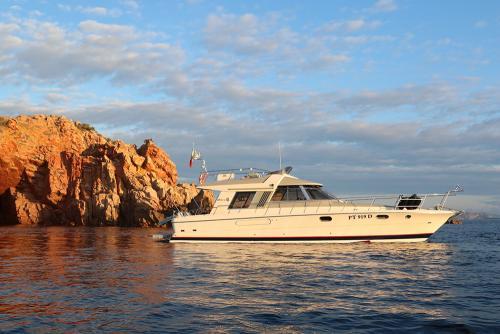 Riva-48-sunshine-escursioni-noleggio-barca-sardegna-isola-tavolara-2